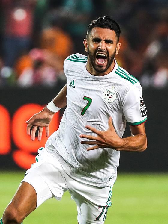 الجزائر تتعادل 2-2 مع المكسيك