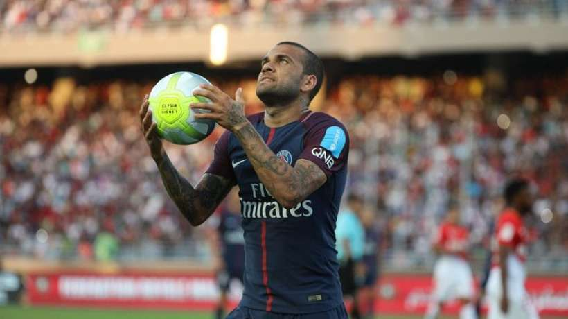Paris saint germain offers another year to Dani Alves
