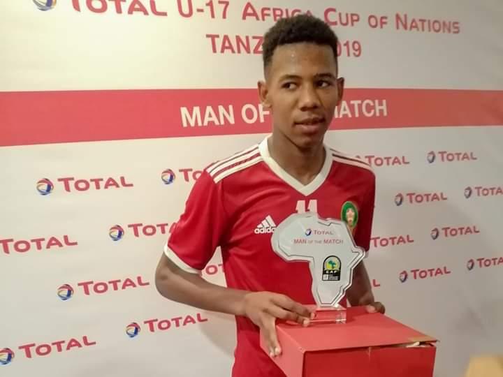 اختيار المغربي توفيق ابن الطيب أحسن لاعب في المباراة التي جمعت المنتخب الوطني لأقل من 17 سنة ونظيره السنغالي